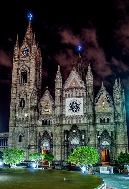 the expiatorio at night